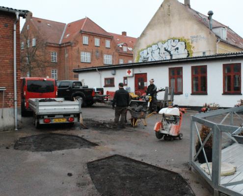 Her udføres der asfalterparationer fra bslp.dk